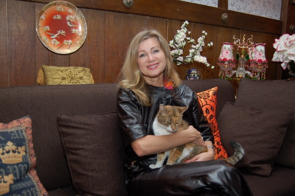 Вика Цыганова с любимой кошечкой Фросей