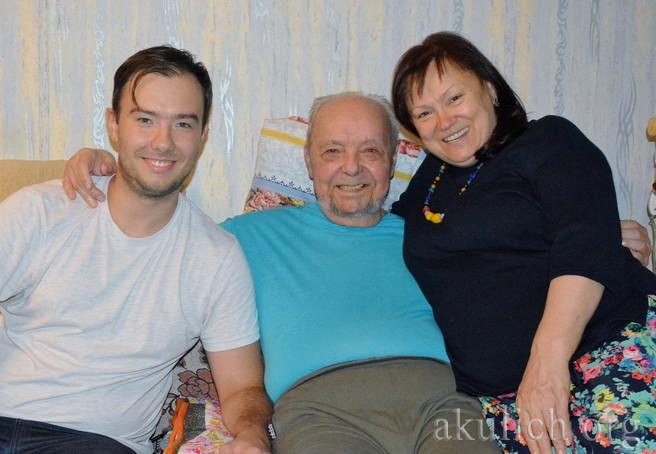 Писатель Анатолий Полянский с женой Лидой и внуком Анатолием. Фото Сергея Акулича